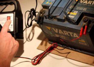 Как правильно зарядить новый аккумулятор автомобиля 60 ампер