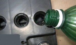 Доливка дистиллированной воды в аккумулятор